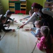 Warsztaty robienia palm w klasach zerowych_11