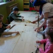 Warsztaty robienia palm w klasach zerowych_13