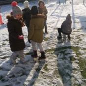 Zimowe zabawy zerowiaków