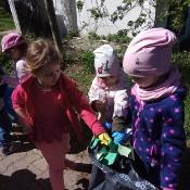 Przedszkolaki sprzątają Węglin