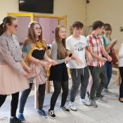 Występ grupy teatralnej w DPS