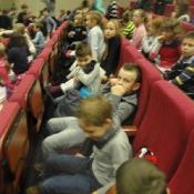 Klasy 1-3 oglądają przedstawienie baletowe