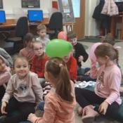 Klasy 1 na lekcji w bibliotece (11-12.02.2020)