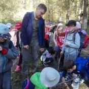 Klasy 3 podziwiają jesienny las (16.10.2019)