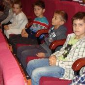 """Klasy pierwsze na przedstawieniu """"O krasnoludkach i sierotce Marysi"""" (13.11.2015)"""
