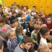 Koziołkowe czytanie bajek w pierwszym dniu Pluszowego Misia - 25.10.2017 r.