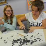 Kreatywne inspiracje naturą - warsztaty lepienia z gliny w klasie VI A 2015r._17