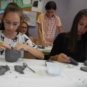 Kreatywne inspiracje naturą - warsztaty lepienia z gliny w klasie VI A 2015r.