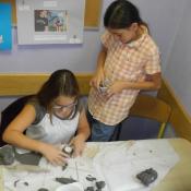 Kreatywne inspiracje naturą - warsztaty lepienia z gliny w klasie VI A 2015r._20