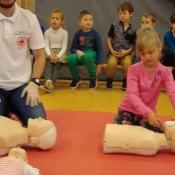 Lekcja pierwszej pomocy dla uczniów klas młodszych (22.10.2015)_11