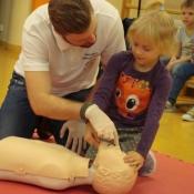 Lekcja pierwszej pomocy dla uczniów klas młodszych (22.10.2015)_17