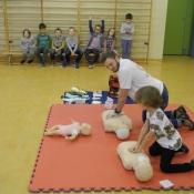 Lekcja pierwszej pomocy dla uczniów klas młodszych (22.10.2015)_2