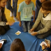 """Młodzież z """"Sobieskiego"""" dzieciom z """"Chrobrego"""" – warsztaty z języka niemieckiego (10.04.2017)"""