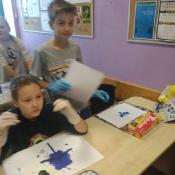 My też uczymy się kleksografii! Lekcja polskiego w 4a i 4c (17.10.2019)