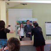 Paulina nagrodzona przez konsula_3