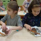 Pierwszaki na warsztatach przyrodniczo-kulinarnych (3.12.2018)