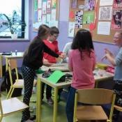 Uczniowie 4c projektują przejście do świata baśni (4.03.2016)