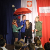 Uroczystość z okazji Narodowego Święta Niepodległości dla klas 4-6 (10.11.2015)