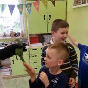 Warsztaty z papugą w Chrobrym - Klasy I A i I B - 2019 r._13