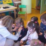 Lekcja o zdrowiu i pracy lekarza w klasach 0