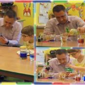 Żabki eksperymentują z tatą Oli_3