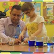 Żabki eksperymentują z tatą Oli_4