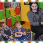 Żabki ponownie czytają z mamą Marysi_3