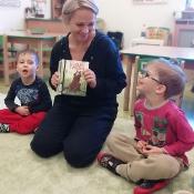 Żabki w krainie książki z Mamą Antosia i Frania