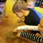 Żabkowe mydlane spotkanie i o higienie rozmawianie z mamą Tosi_15