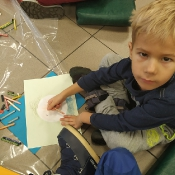 Biedronki i Żabki badają sekrety kropki w Bibliotece _19