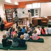 Biedronki i Żabki badają sekrety kropki w Bibliotece _1