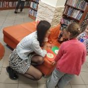 Biedronki i Żabki badają sekrety kropki w Bibliotece _21