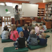 Biedronki i Żabki badają sekrety kropki w Bibliotece _6