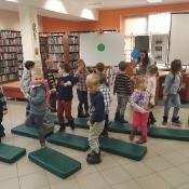 Biedronki i Żabki badają sekrety kropki w Bibliotece _7