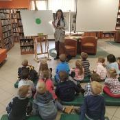 Biedronki i Żabki badają sekrety kropki w Bibliotece _9