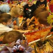 Biedronki odkrywają skarby jesieni