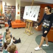 Jesienny koncert w …bibliotece, czyli Biedronki i Żabki na lekcji bibliotecznej