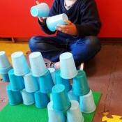 Kolorowe wieże z kubeczków_5