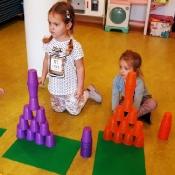Kolorowe wieże z kubeczków_6