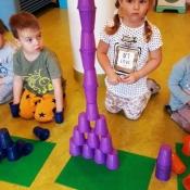 Kolorowe wieże z kubeczków_7