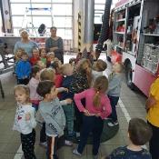 Maciusiowe przedszkolaki w Straży Pożarnej_48