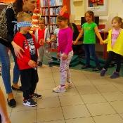 Majowa wizyta Biedronek i Żabek w bibliotec_3