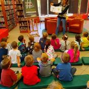 Majowa wizyta Biedronek i Żabek w bibliotec_7