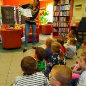 Majowa wizyta Biedronek i Żabek w bibliotec_8