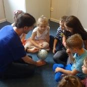 Motylki i Biedronki w podróży dookoła świata w Szkole Językowej Helen Doron_1