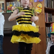 Motylki i Pszczółki z przedstawieniem w Przedszkolu Sióstr Urszulanek_17