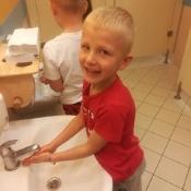 Przedszkolaki przypominają: 16 października to Światowy Dzień Mycia Rąk_2