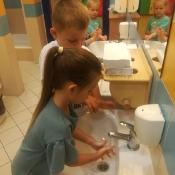 Przedszkolaki przypominają: 16 października to Światowy Dzień Mycia Rąk_3
