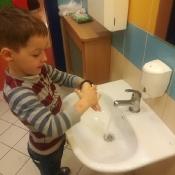 Przedszkolaki przypominają: 16 października to Światowy Dzień Mycia Rąk_5