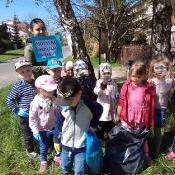 Przedszkolaki sprzątają Węglin_19